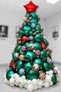 Новогодняя елка из шаров на 2021 год