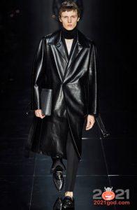 Черный кожаный плащ осень-зима 2020-2021