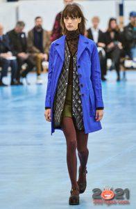Модный синий плащ 2020-2021 года