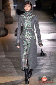 Модный серебристый плащ на 2020-2021 год