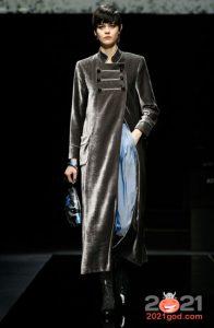 Модный серебристый плащ Армани на 2020-2021 год
