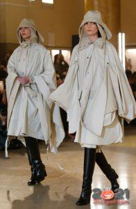 Модные плащи-кейпы 2021 года