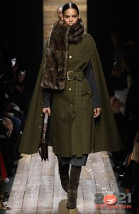 Модный плащ в стиле кейпа на 2021 год