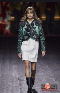 Модный зеленый жакет с вышивкой осень-зима 2020-2021