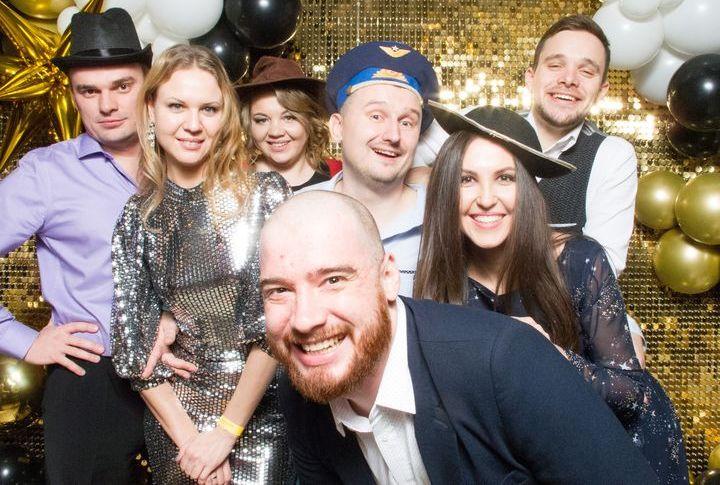 Новогодняя вечеринка по сценарию