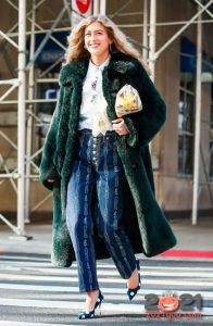 Модные джинсы - уличная мода осень-зима 2020-2021