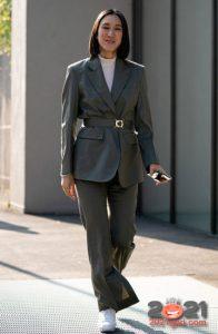 Женский деловой костюм - уличная мода сезона осень-зима 2020-2021
