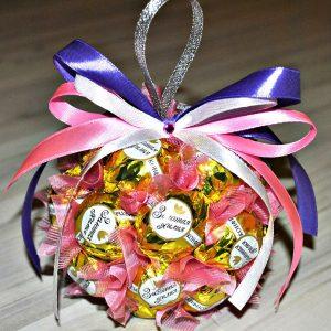 Елочный шар из конфет на 2021 год