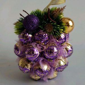 Новогодний шарик из конфет на 2021 год