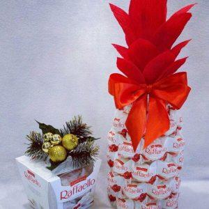 Сладкие подарки на Новый год 2021 - ананас из рафаелло и шампанского