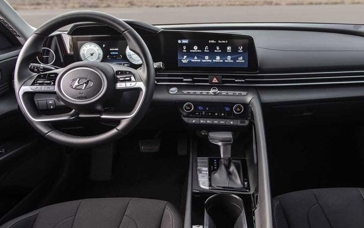 Интерьер Hyundai Elantra 2021 года