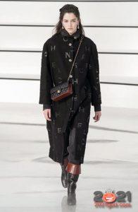 Классическое пальто от Шанель осень-зима 2020-2021