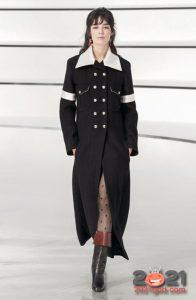 Классическое пальто от Шанель осень-зима 2020-2021 с белым воротником