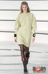 Молочное платье Шанель осень-зима 2020-2021