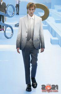 Мужской костюм с градиентом - мода 2020-2021 года