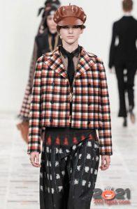 Модные модели кожаных женских беретов на 2021 год