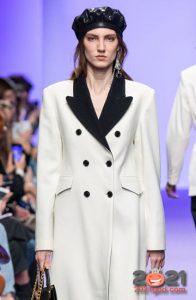 Модные кожаные береты 2021 года