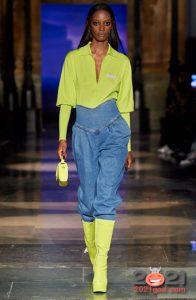 Модные джинсы бананы 2021 года