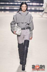 Модные светло-серые джинсы сезона осень-зима 2020-2021