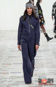 Модный джинсовый комбинезон 2020-2021 года