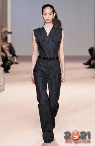 Модный джинсовый комбинезон осень-зима 2020-2021