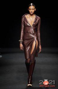 Модные луки осень-зима 2020-2021 - кожаное платье
