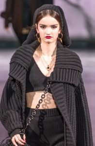 Шапка платок от Dolce & Gabbana на 2021 год