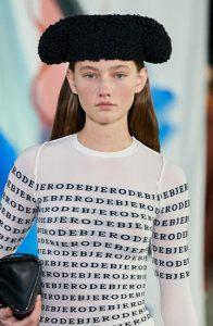 Необычные меховые шапки 2021 года