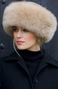 Модная меховая шапка 2021 год