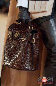 Модная сумка из кожи крокодила на 2021 год
