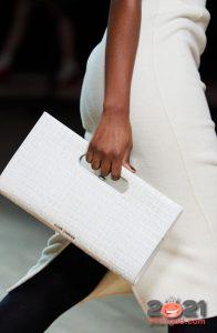 Классическая белая сумка из крокодила осень-зима 2020-2021
