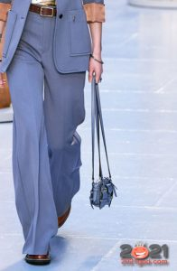 Модная голубая сумка сезона осень-зима 2020-2021