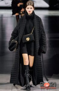 Маленькая вязаная сумка Dolce & Gabbana осень-зима 2020-2021