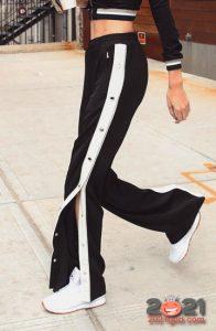 Модные спортивные брюки с лампасами на 2021 год