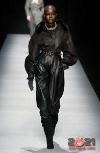 Кожаные брюки для базового гардероба на 2021 год