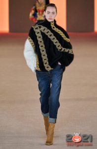 Классический джинс для базового гардероба на 2021 год