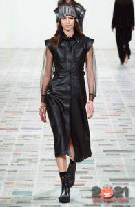Кожаное черное платье для базового гардероба на 2021 год