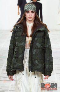 Модная куртка-пуховик для базового гардероба на зиму 2020-2021