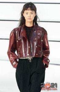 Модная кожаная куртка для базового гардероба на зиму 2020-2021