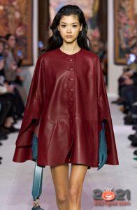 Модный кожаный кейп для базового гардероба на зиму 2020-2021