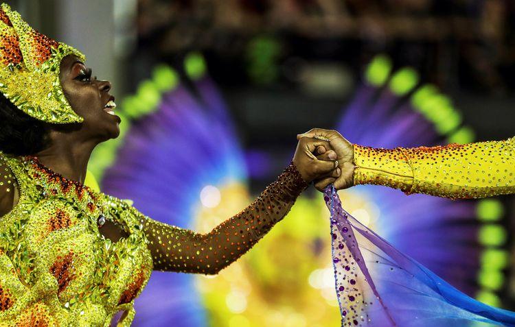 Шествие на карнавале в Рио