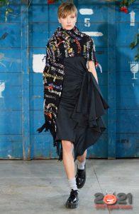 Шарф бахромой - модные идеи 2021 года