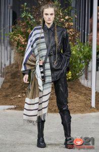 Модный шарф палантин в полоску на 2020-2021 год
