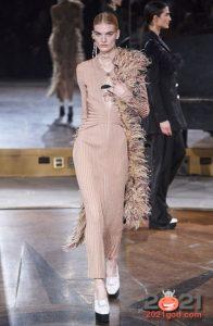 Модное боа из перьев на зиму 2020-2021