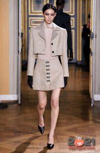 Короткая классическая юбка на 2021 год