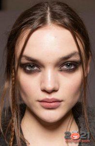 Модный дымчатый макияж на 2021 год