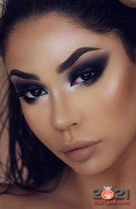 Модный макияж Smokey Eye с сиреневым оттенком на 2021 год