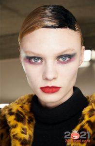Модный макияж осень-зима 2020-2021- цветной Smokey Eye