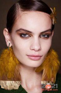 Тренды макияжа на 2021 год - золотые тени
