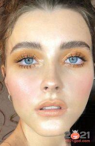 Золотые тени для серых глаз - мода 2021 года